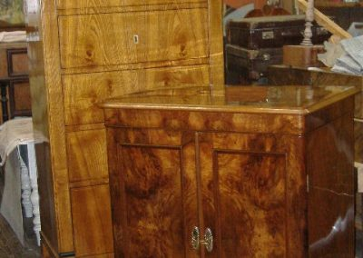 Mahogany-chest-of-drawers-re-polishing