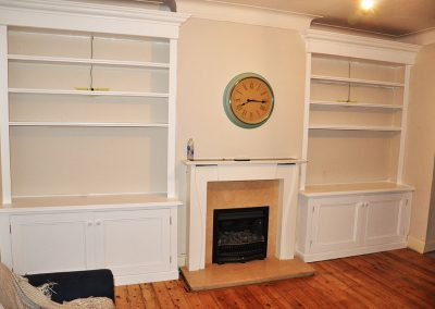 Victorian-style-wooden-alcove-bookshelves