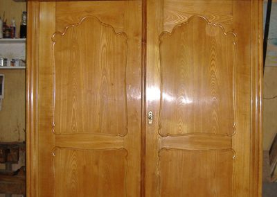 Walnut-cupboard-French-polishing-after